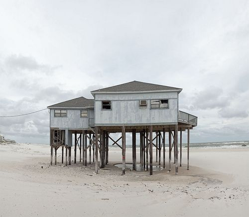 35 best images about houses on stilts on pinterest for Beach house on stilts