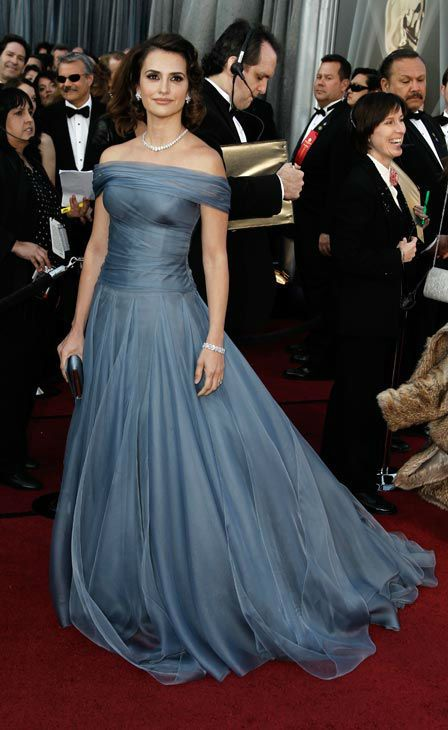 Penelope Cruz in Armani Prive at the Academy Awards #gown #LA #awardshow www.apprealnews.net