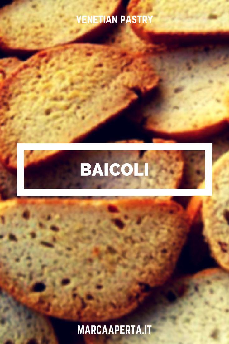 I #baìcoli sono #biscotti tipici di #Venezia, venduti in tradizionali scatole gialle di latta. Tali biscotti hanno la caratteristica di conservare a lungo la fragranza quando sono conservati opportunamente. Tradizionalmente, essendo molto secchi, erano serviti con caffè e zabaione nei quali potevano essere intinti.