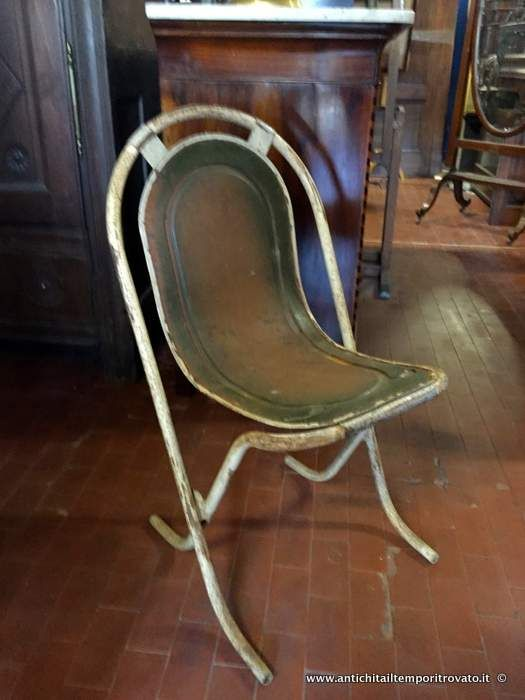 Mobili antichi - Sedie Antiche sedie industriali impilabili - Originale set di 4 sedie in metallo Immagine n°1