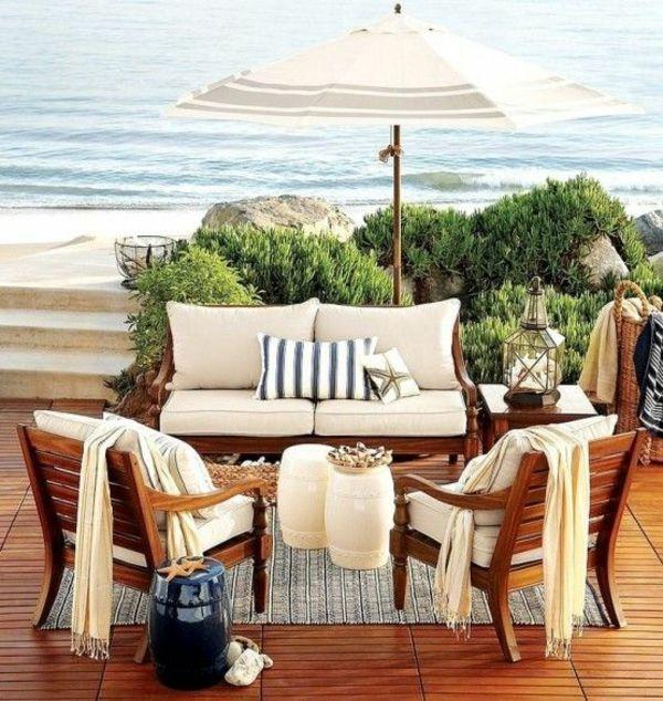 Terrassengestaltung bilder sitzecke im freien sonnenschirm