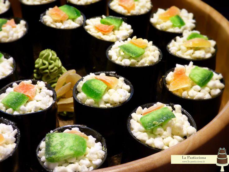 torte monoporzione al tè verde a forma di sushi roll