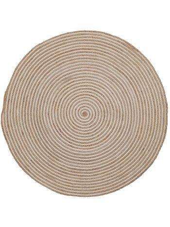 Un bellissimo cerchio in un intreccio meticoloso e preciso di juta nei colori sabbia e bianco. Bellissimo e raffinato, arreda piacevolmente dovunque lo vogliate collocare. Tappeto realizzato in juta rotondo.