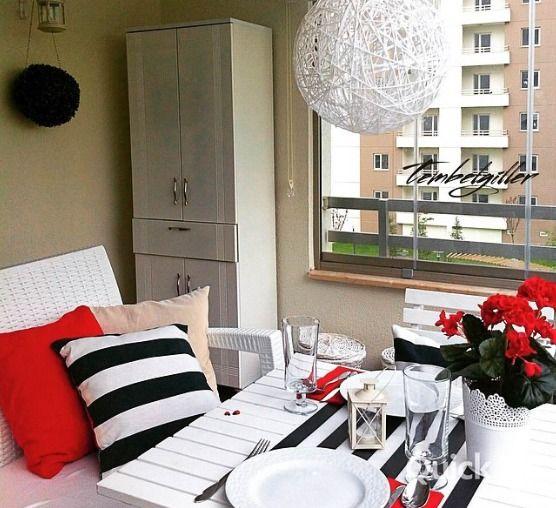 Balkon, Kırmızı, Siyah-beyaz