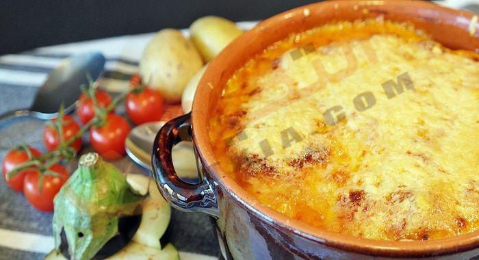 تفسير حلم رؤية الطاجن في المنام بالتفصيل ومعرفة خير وشر الطاجن في الحلم وفقا لآراء العلما Onion Soup Recipes French Onion Soup Recipe Gluten Free Sides Dishes