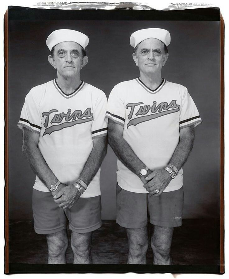 Mary Ellen Mark, Walter and David Oliver, 65 years old, Walter older by 8 minutes, Twinsburg, Ohio, 2001