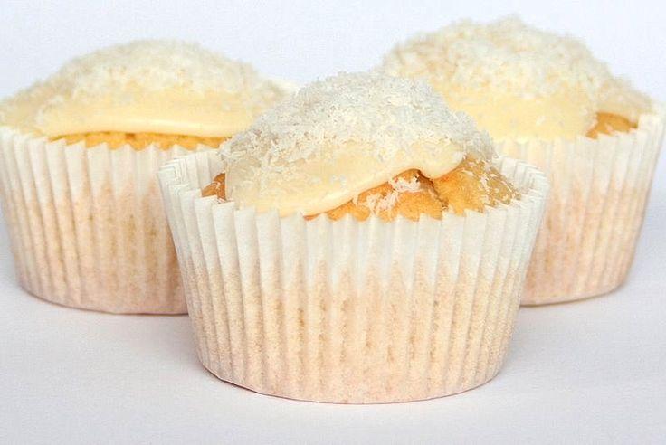 Lemony Coconut Cream Cupcakes