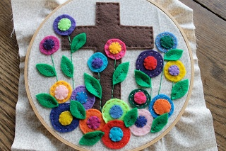 Small Things: DIY Resurrection Applique Hoop: Felt Apply, Diy'S, Diy Resurrection, Applique Hoop, Sconces, Resurrection Applique