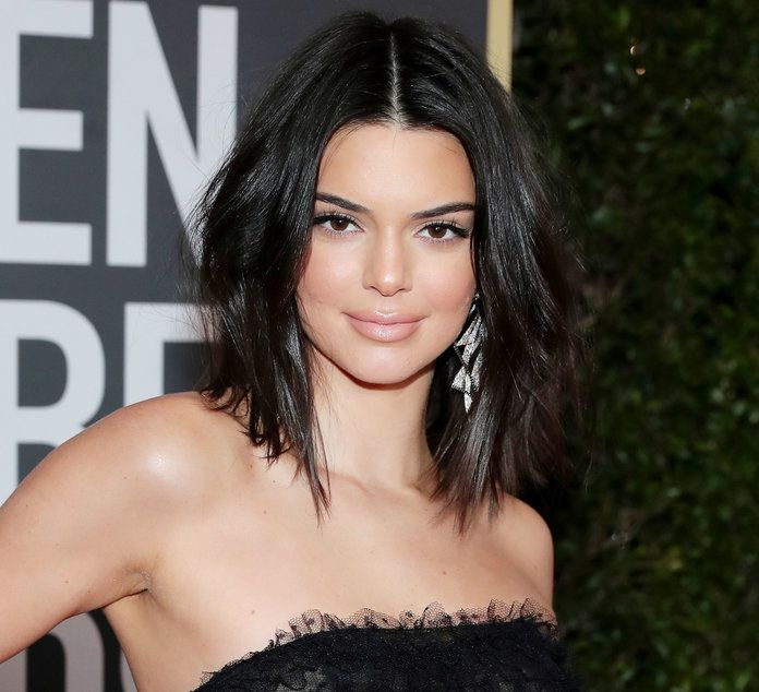 See Kendall Jenner S Bob At The Los Angeles Clippers Game Kendall Jenner Short Hair Kendall Jenner Hair Kylie Jenner Short Hair