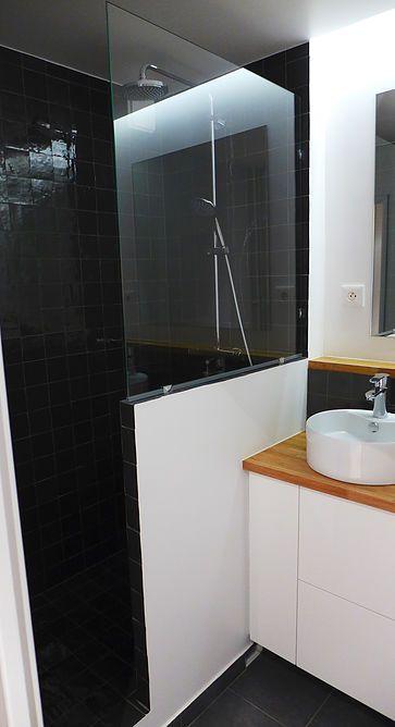 Salle de bain, douche à l'italienne en zellige de chez Mosaic del Sur, pare-douche avec vitrage pincé