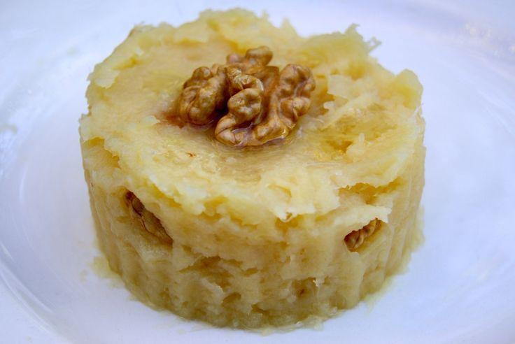 Un délicieux écrasé de pommes de terre aux noix, pour servir en accompagnement d'une viande grillée ou de poisson. C'est délicieux, original et très simple à faire! Ingrédients pour 4 personnes 600 g de pommes de terre 50 g de cerneaux de noix 2 cuill....