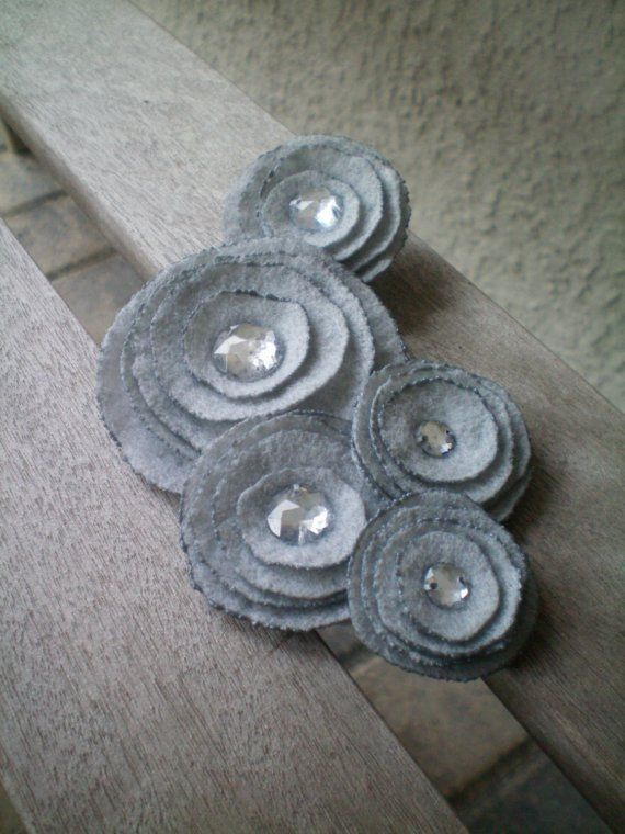 Five Flower Cluster Pin (grey)