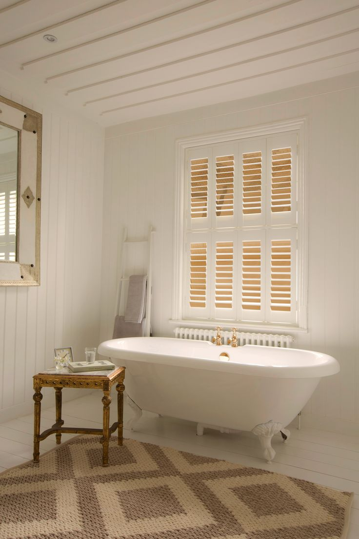 Add a little luxury to your space. Luxaflex® Gold Mirror Shutters give this white space opulence and a touch of indulgence. #Luxaflex #InteriorShutters #MirroredInteriors #Bathroom #GoldInteriors