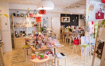可愛らしい北欧雑貨や、世界中のキッチン雑貨が並ぶ「SUU」(スー)。大通ハイチの1階にあります。明るくてポップな感じの色合いは、見ているだけでも元気になりますね。こちらでは毎月コーヒー教室やお花のワークショップも行われているそうです。