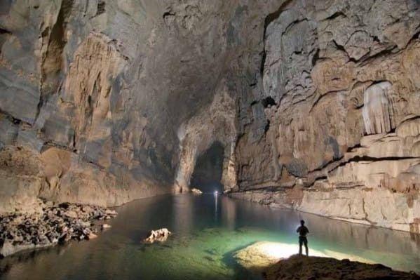 Ez a férfi átkajakozott a világ legnagyobb folyami barlangjának tiltott részén, és ezt látta … | Mindenegyben