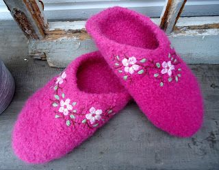 Knit 'n Pearl: Sakura Slippers