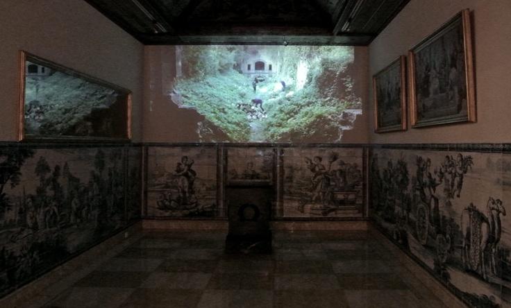 Mel O'Callaghan: Move, 2010, vídeo presentation at Casa Museu Medeiros e Almeida, Lisbon.  © The artist & Galeria Belo-Galsterer