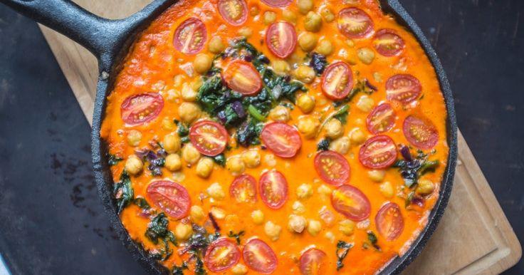 Geröstete Paprika, Kichererbsen und Spinat Curry ✓ Frisches, gesundes und veganes Rezept ☆ Jetzt nachkochen!
