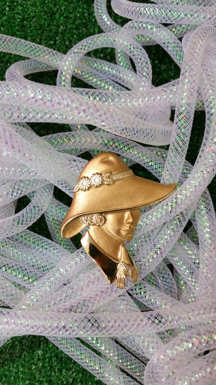 Vintage 1980s Gold Tone Lady Portrait Brooch Pin Woman in Hat Carmen Sandiego Style 80s by Torino by BambooBimboVintage on Etsy