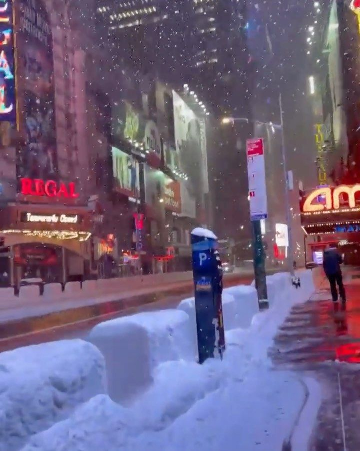 New York For Christmas 2021 My Christmas In New York Nyc On Instagram First Snowflakes Of 2021 Yes You Read It Correctly We Said Snowflakes In 2021 New York Christmas Snow Storm Nyc