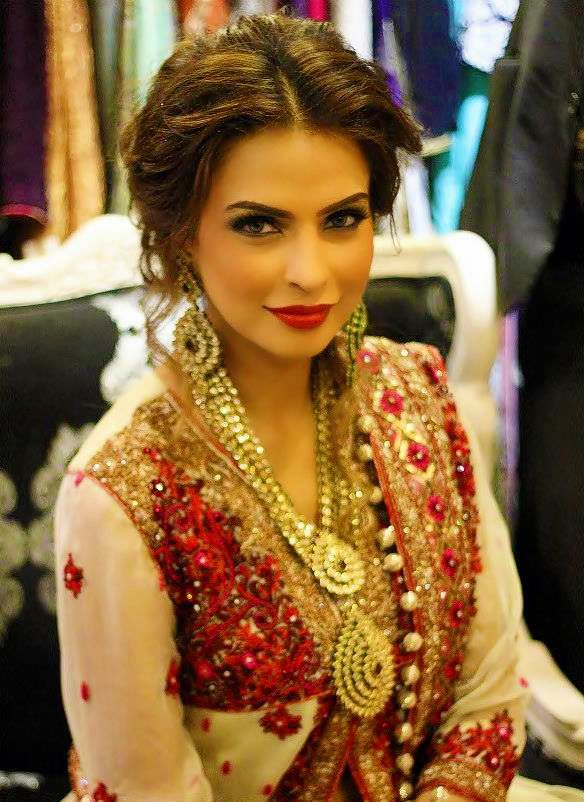 Miraculous 1000 Ideas About Indian Bridal Makeup On Pinterest Natasha Hairstyles For Women Draintrainus