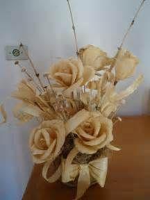 flores de palha de milho   flores de fomi   Pinterest   Corn husking, Corn husk crafts and Corn ...