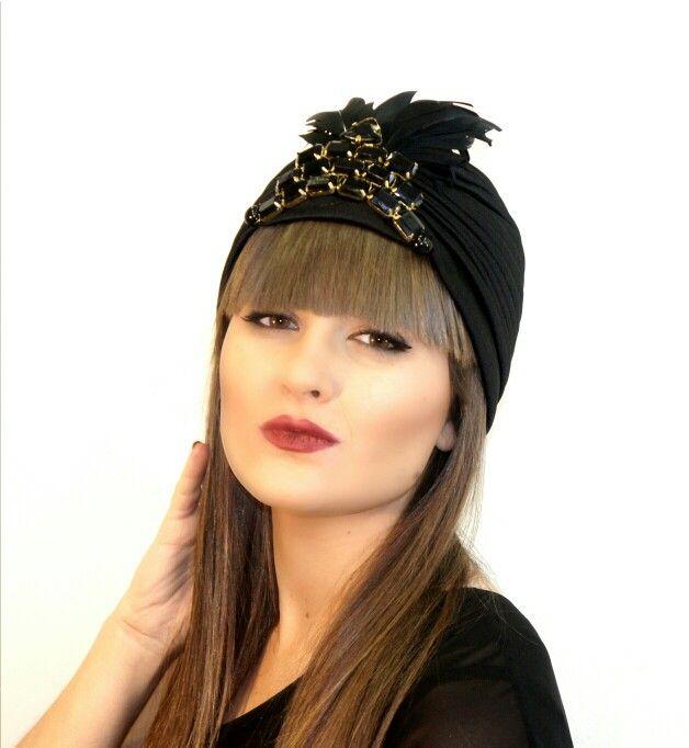 Turbante de lycra negro y aplicacion de piedras en negro