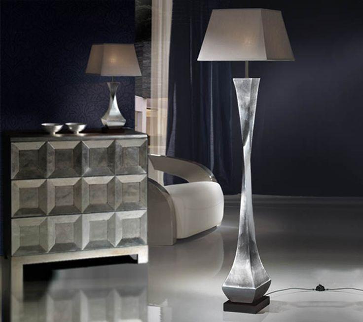 Stålampe, modell DECO med 1 lys. Produsert i tre med overflate i bladsølv. 1 E27 maks. 100W. Lampeskjerm i brunt (kaffe). Skjerm leveres i forskjellige farger.