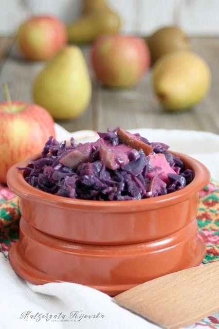Lekka modra kapusta duszona z jabłkami i gruszkami