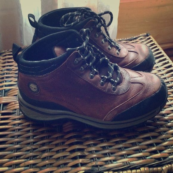 Boys timberland boots Worn but a lot of life left! Great for winter or hiking! Child size! Brown leather Timberland Shoes Ankle Boots & Booties