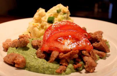 Hjemmelaget potetsalat med strimlet svinefilet og brokkolipure. (Hege'sKulinariskeFanatisme)