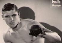 Émile Bentz: Boxeur français né le 15 juillet 1925 à Nanterre. Il signe sa première licence au Club de Puteaux avec René Burner qui devient son entraîneur et remporte le titre de champion de France de boxe anglaise professionnelle dans la catégorie mi lourds en 1948.