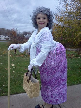Halloween costumes for kids: Girl dresses as an old lady