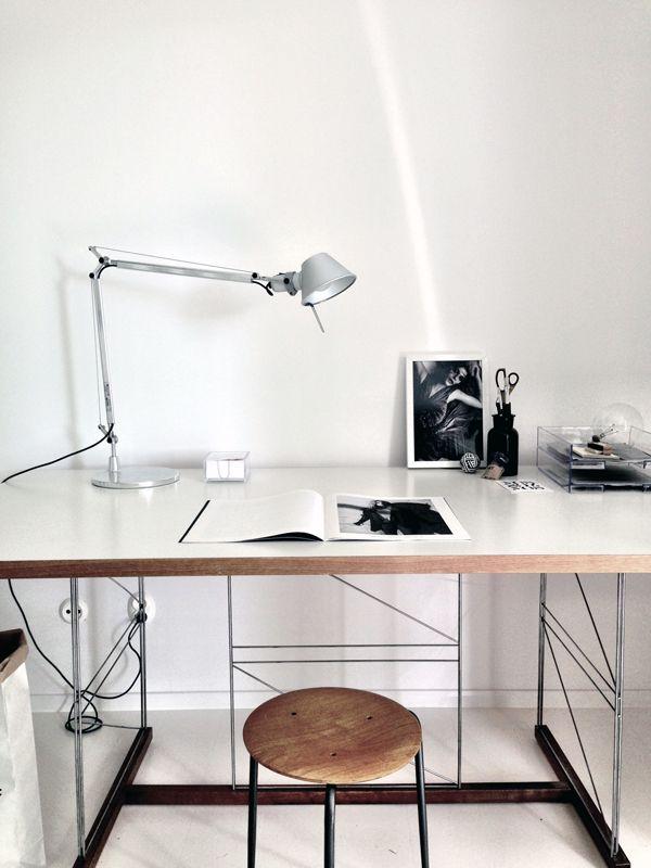 Delightful Desk: With Black Minimalistic Frame | Met Zwart Minimalistisch Frame Design Inspirations