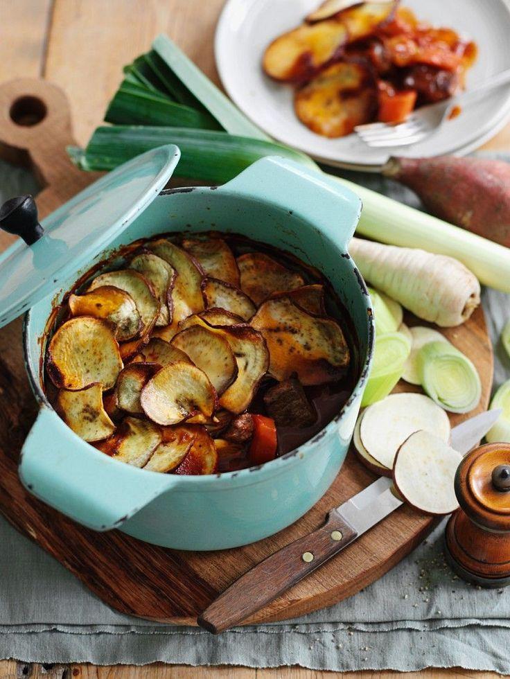 Hot Pot mit Rind, Süßkartoffeln und Wurzelgemüse | http://eatsmarter.de/rezepte/hot-pot-mit-rind-susskartoffeln-und-wurzelgemuse