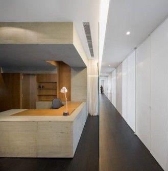Drewno, kamień i miedź posłużyły do urządzenia 250 metrowego apartamentu, które aranżacja jest nie tylko kolorystycznym wcieleniem jesieni, ale fundamentalną refleksją na temat typologii wielkomiejskiego mieszkania. http://sztuka-wnetrza.pl/1441/artykul/jak-urzadzic-ciekawie-apartament