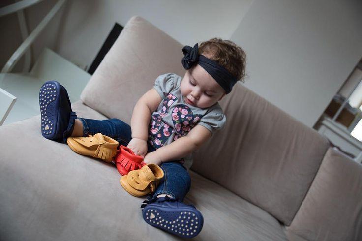 """JJKids Unisex Patik - Lacivert 14-15-16-17-18 numaralar JJ Kids Patiklerin Özellikleri Yürüme öncesi bebekler için tasarlanan patiklerimiz yeni doğan ve 1 yaş arası bebekler için uygun olup rahat esnek astarsız içi dışı deri ve bebeklerin ayaklarının gelişimini engellemeyecek herhangi iç malzeme kullanılmadan üretildi. Derilerimiz""""ekolojik deri""""olduğundaniçindeazo boyar maddeve boyalar(boyalar'ın açılımı nedir?)bulunmamaktadır. Uzmanlar doğal malzemedenyapılan (özellikle doğal deriden imal…"""