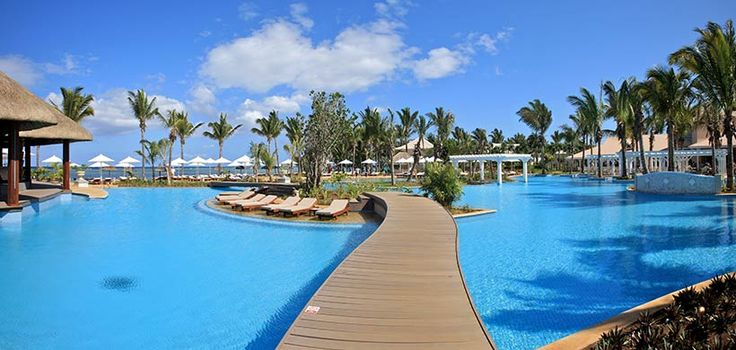 Charming tropical pool...we will be here!!!! With hubby and Rikki-lee and Rachel!!✋