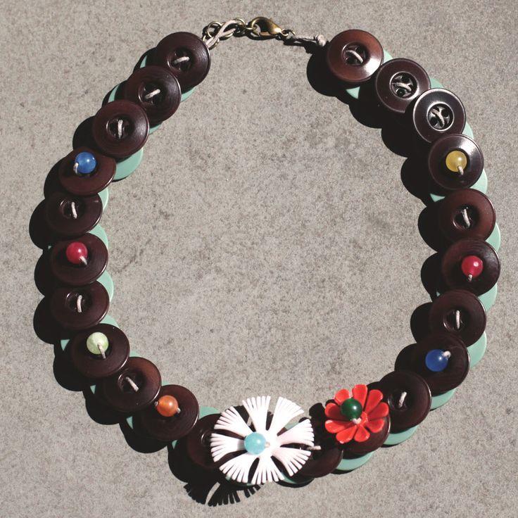 C.18.15 - girocollo con fiori vintage e perle colorate - Linea Flower Power, by Le coucou magnifique, 16,00 € su misshobby.com