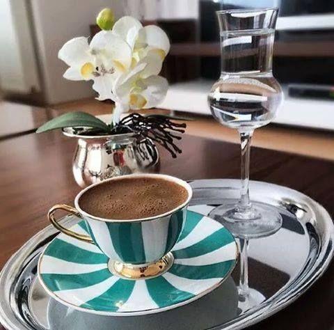 Gel desem, bu gün Bir kahve ısmarlayayım sana Bir fincan kahve: Cezvesinde kaynamış hatıralar, Köpüklerinde sevgi parlayan, Fincanında dostluk ile telve Bir yorgunluk kahvesi. En iyisi ben sana Bir şiir ısmarlayayım Yanında da Bir fincan acı kahve.. ☕