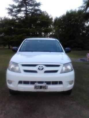 Toyota Hilux   http://www.alamaula.com/buenos-aires/camionetas/toyota-hilux/981229