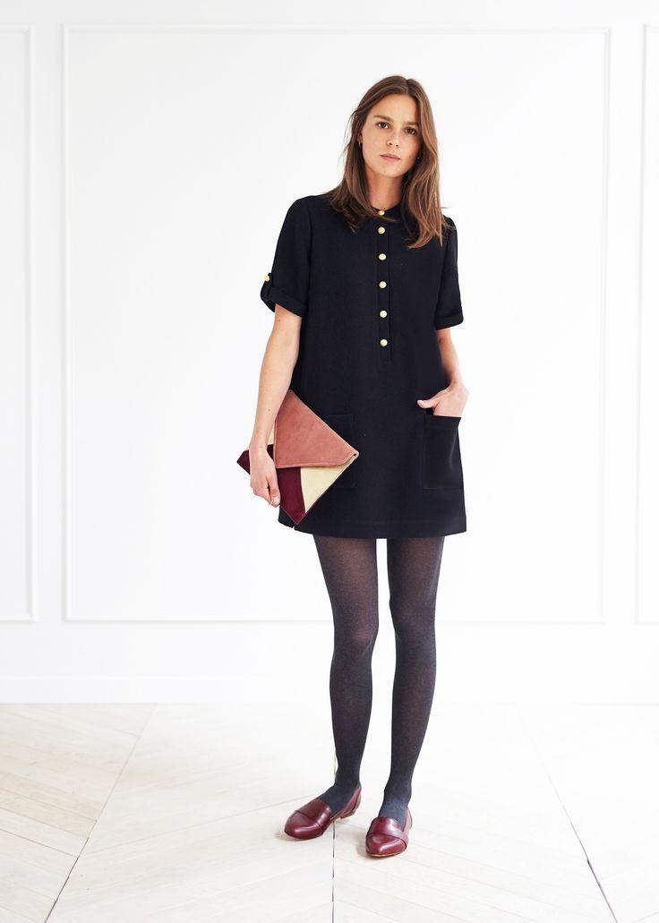 Inspiration 60's pour cette petite robe à la coupe droite légèrement évasée en bas, dans un mélange de polyester, viscose et 5% d'élasthanne, sa longueur est de 85 cm pour une taille 38