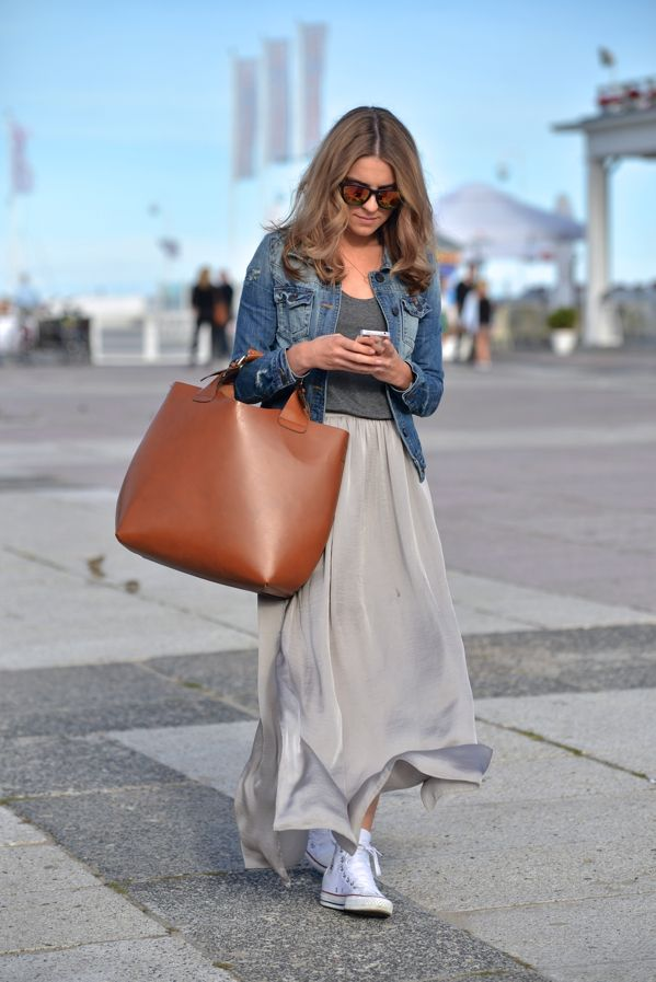 Converse will look awesome worn with a maxi skirt! Katarzyna Tusk shows how to wear white converse, pairing them with a flowing grey skirt adn a cropped denim jacket. We love this fresh spring style!Jacket: River Island, Shoes: Converse, Top: COS, Skirt: Taranko, Bag: Zara