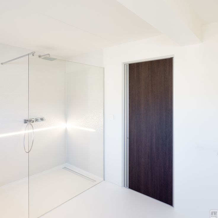 Modern interior door with Wengé wood and aluminium. The vertical handle is child friendly and also ensures that no exterior parts can damage yourself, the walls or clothes.