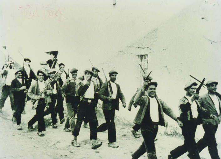 Milicianos armados durante la Guerra Civil