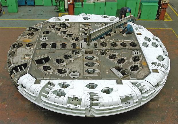 Manufacture of 10m diameter, 226t cutterhead part of Veligonda tunnel boring machine