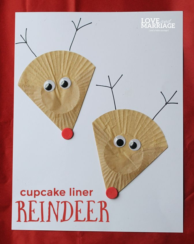Festive and super easy reindeer craft for kids using one of my favorite craft supplies: cupcake liners!  We love cupcake liner crafts.