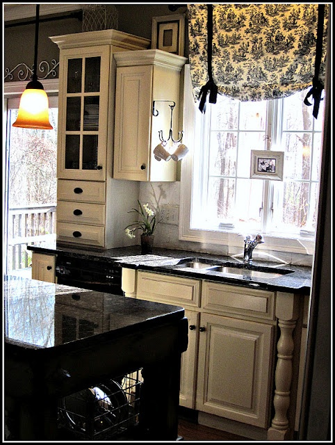 Coffee cup hooks and window coveringsDecor, Kitchens Windows, Earth Style, Black And White, Coffe Cups, Coffee Cups, Windows Treatments, White Cabinets, White Kitchens