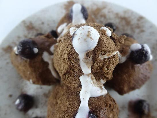 Raw Vegan Truffles : The Instant Gooey Blueberry Chocolate Variety!