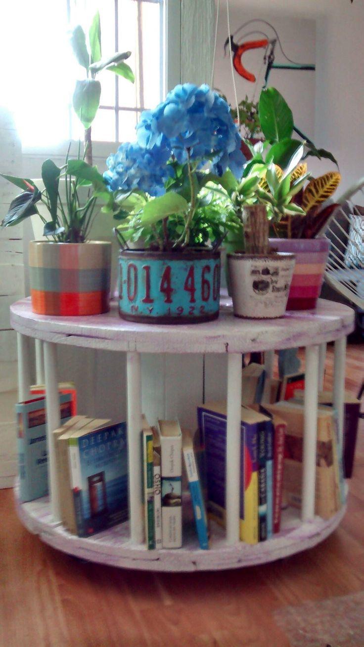 Carrete librero Búscanos en Facebook como: recyclethings1